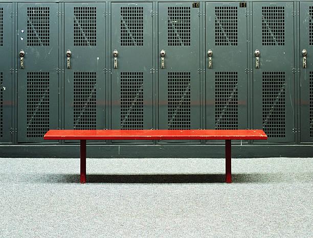Bench in Locker Room:スマホ壁紙(壁紙.com)