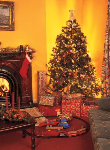 Railway「living room with Christmas tree beside fireplace and presents underneath」:スマホ壁紙(2)