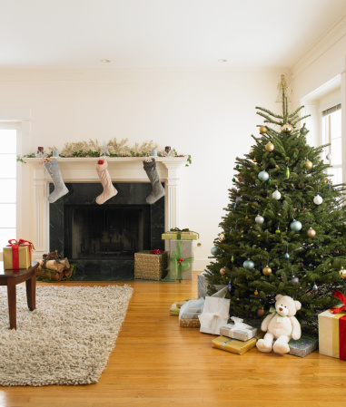 Christmas「Living room with Christmas tree and Christmas stocking hanging」:スマホ壁紙(4)