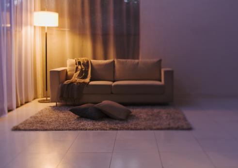 暗い「Living room」:スマホ壁紙(4)