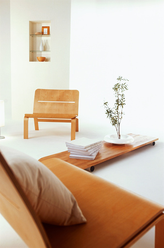 Focus On Background「Living room with wooden chairs and coffee table」:スマホ壁紙(13)
