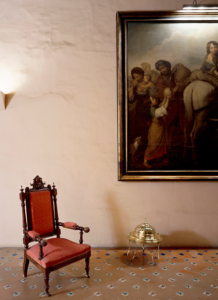 Tiled Floor「Living room with chair and framed print」:写真・画像(3)[壁紙.com]
