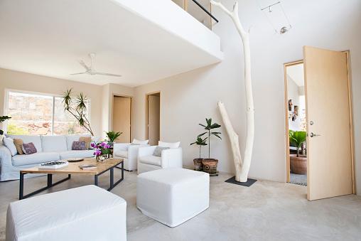 Sayulita「Living room and wall art in modern home」:スマホ壁紙(16)