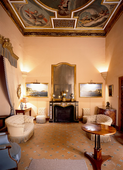 Light Fixture「Living room with sofa and light fixture」:写真・画像(2)[壁紙.com]