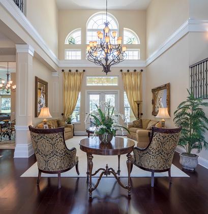 Mansion「Living Room in an Estate Home」:スマホ壁紙(18)