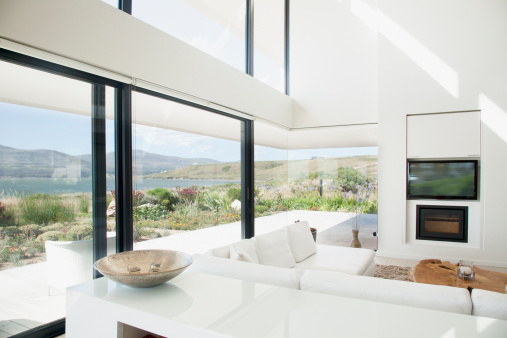 South Africa「Living room overlooking lake」:スマホ壁紙(7)
