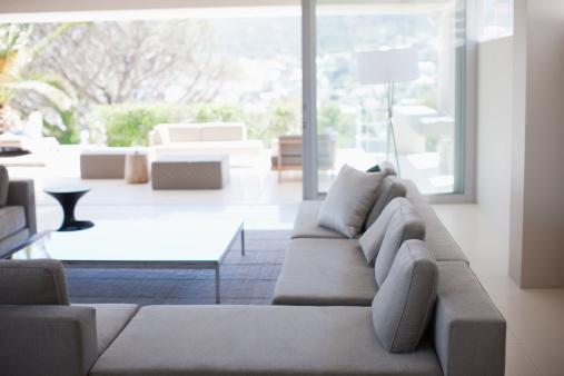 Coffee Table「Living room in modern home」:スマホ壁紙(12)