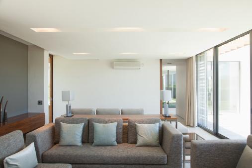 Living Room「Living room overlook patio」:スマホ壁紙(19)