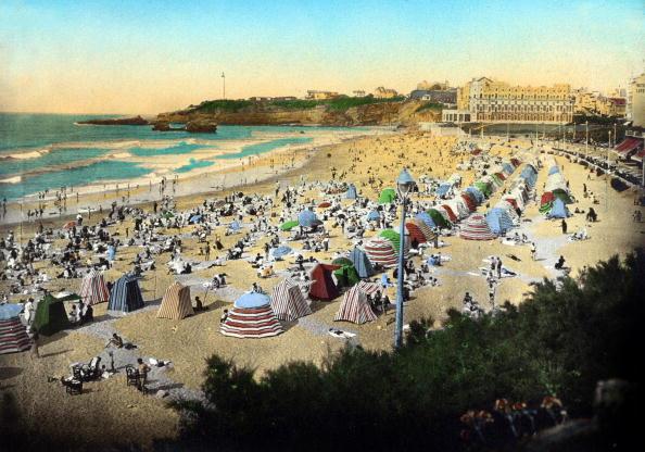 Nouvelle-Aquitaine「The big beach in Biarritz (sout west of France), postcard, c. 1920」:写真・画像(1)[壁紙.com]