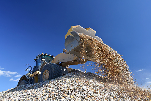 Construction Vehicle「Wheel loader loading stones in gravel pit」:スマホ壁紙(16)