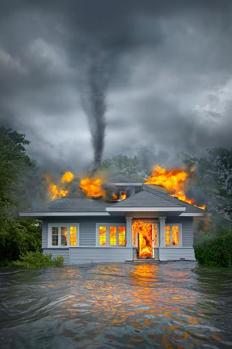 Destruction「Burning house under tornado in flooded landscape」:スマホ壁紙(15)