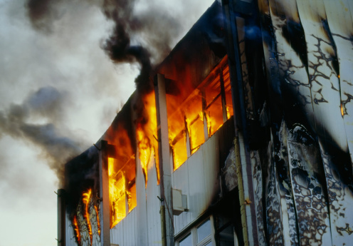 Emergency Services Occupation「Burning house upper floor and and ascending black smoke」:スマホ壁紙(3)