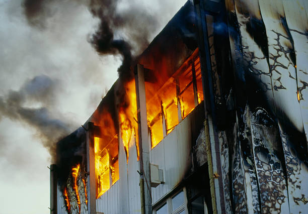 Burning house upper floor and and ascending black smoke:スマホ壁紙(壁紙.com)