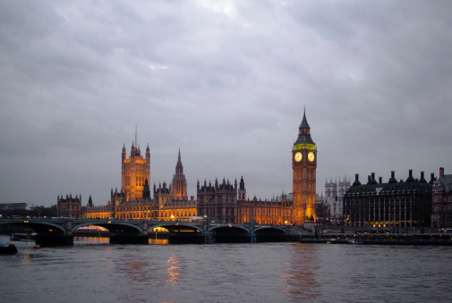 Election「Typical London: view of the Houses of Parliament at dusk」:スマホ壁紙(3)