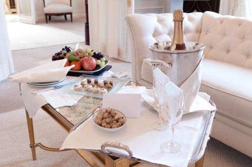 Suites「スイートコーヒーテーブル」:スマホ壁紙(15)