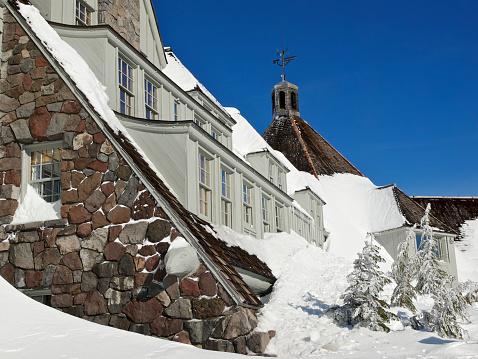 Ski Resort「Timberline Lodge Building Side Exterior with Snow Mount Hood Oregon」:スマホ壁紙(11)