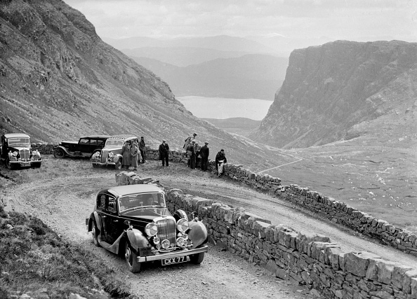 Hairpin Curve「SS Jaguar saloon of DS Hand competing in the RSAC Scottish Rally, 1936」:写真・画像(4)[壁紙.com]