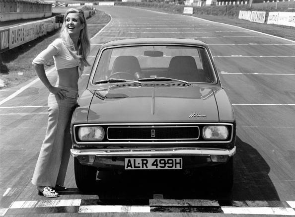 Motorsport「1969 Hillman Hunter GT with female model」:写真・画像(5)[壁紙.com]