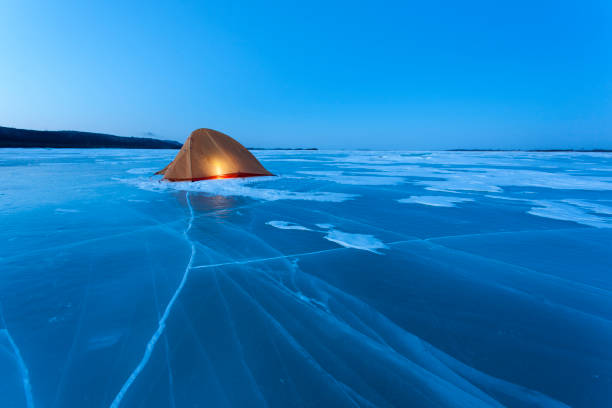 Russia, Amur Oblast, illuminated tent on frozen Zeya River at blue hour:スマホ壁紙(壁紙.com)