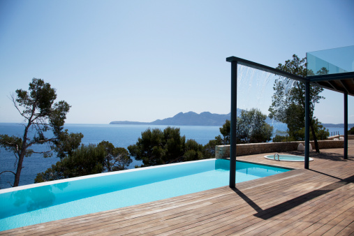 Majorca「Infinity pool outside modern house」:スマホ壁紙(8)