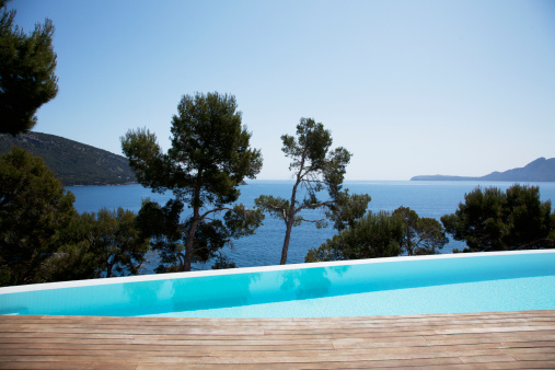 Majorca「Infinity pool overlooking trees and skyline」:スマホ壁紙(12)