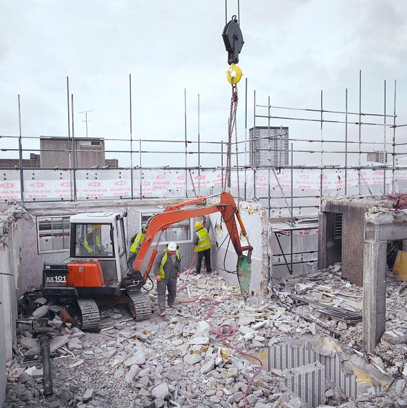 Danger「Demolition of East London tower block (pre-fab construction)」:写真・画像(2)[壁紙.com]