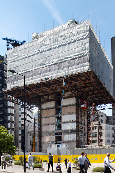 122 Leadenhall Street「Demolition of an office building to make way for 122 Leadenhall Street 'cheese-grater' building designed by Richard Rogers Partnership, 2008」:写真・画像(19)[壁紙.com]