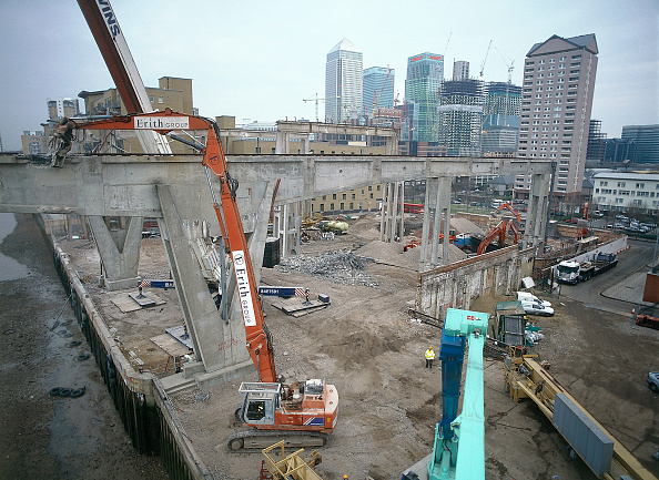 2002「Demolition and dismantling of the reinforced concrete Seacon building Isle of Dogs, London, United Kingdom」:写真・画像(18)[壁紙.com]
