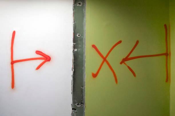 Demolition instruction painted on walls:ニュース(壁紙.com)