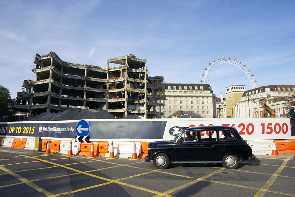 Amusement Park Ride「Demolition of the officially known as Greater London Council Overflow Building, Number 1 Westminster. This building was once connected to City Hall by an overhead walkway and was left empty and decaying since the GLC was closed down 20 years ago.」:写真・画像(6)[壁紙.com]