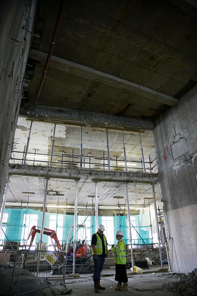 Hardhat「Demolition workers at former stock exchange, London, UK」:写真・画像(18)[壁紙.com]