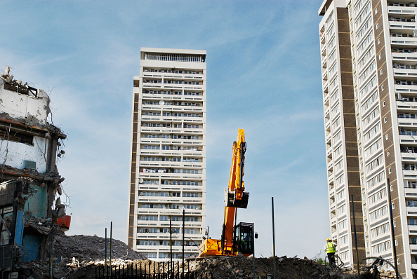 Copy Space「Demolition site near 1960s residential blocks, West London, UK」:写真・画像(16)[壁紙.com]