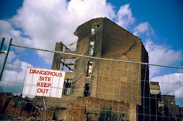 Danger「Demolition work in progress」:写真・画像(3)[壁紙.com]