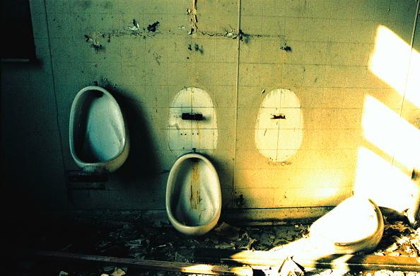 Bathroom「Demolition work in progress」:写真・画像(12)[壁紙.com]
