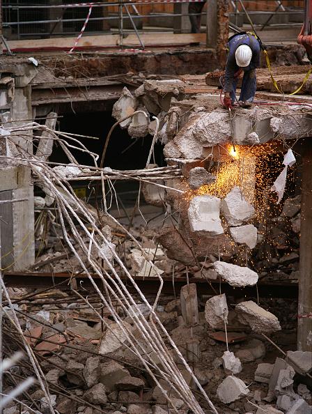 Cutting「Demolition..........」:写真・画像(1)[壁紙.com]