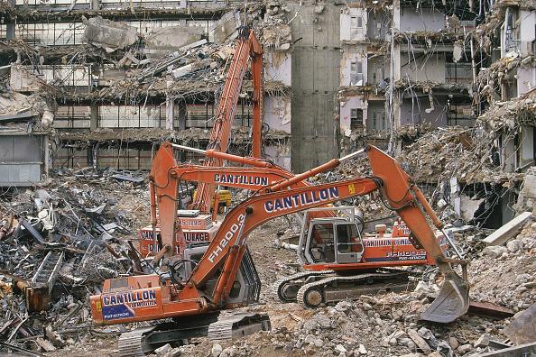 Effort「Demolition and site clearance using Fiat-Hitachi FH200-3 and FH400-2 crawler excavators.」:写真・画像(16)[壁紙.com]