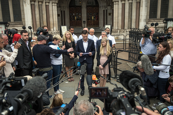 Large Group Of People「Parents Of Charlie Gard End Their Legal Fight Over Son's Treatment」:写真・画像(19)[壁紙.com]
