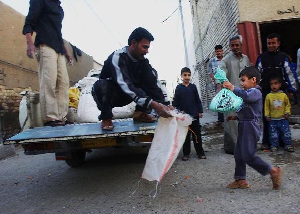 Sadr City「People of Sadr City Donate for Displaced Shiites」:写真・画像(1)[壁紙.com]