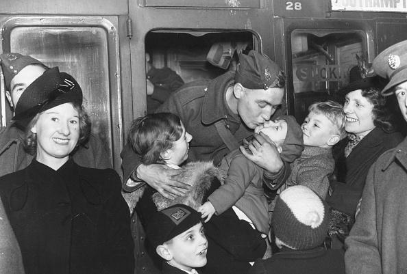 World War II「Fond Farewell」:写真・画像(10)[壁紙.com]