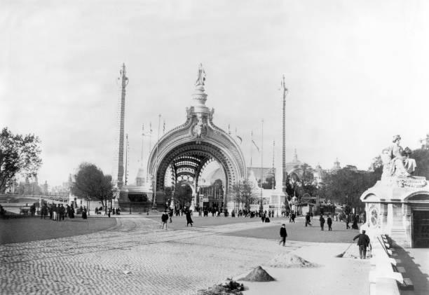 monumental gate, main entrance at World Fair in Paris in 1900:ニュース(壁紙.com)