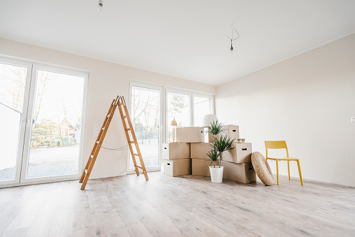 Renovation「Moving boxes and ladder in empty room of a new home」:スマホ壁紙(16)