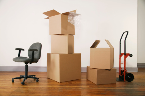 Small Office「Moving boxes and chair」:スマホ壁紙(7)