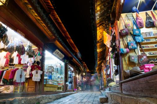 Night Market「Street market at night, low angle view」:スマホ壁紙(10)