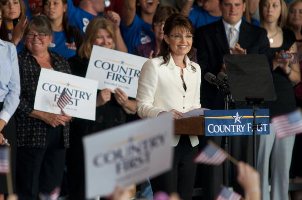 Support「McCain And Palin Attend Rally In Iowa」:写真・画像(1)[壁紙.com]