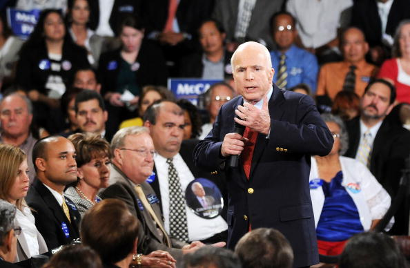 Gerardo Mora「McCain Attends Town Hall Meeting In Orlando」:写真・画像(9)[壁紙.com]