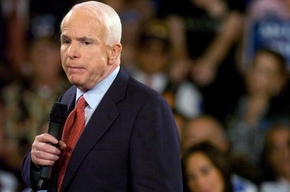Gerardo Mora「McCain Attends Town Hall Meeting In Orlando」:写真・画像(8)[壁紙.com]