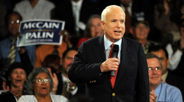Gerardo Mora「McCain Attends Town Hall Meeting In Orlando」:写真・画像(5)[壁紙.com]