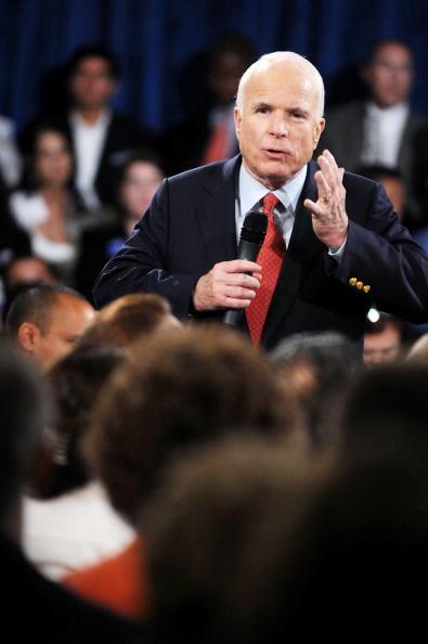 Gerardo Mora「McCain Attends Town Hall Meeting In Orlando」:写真・画像(4)[壁紙.com]