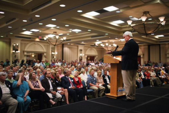 Naples - Florida「GOP Presidential Hopeful Newt Gingrich Holds Town Hall In Southern Florida」:写真・画像(1)[壁紙.com]