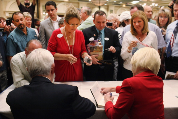 Naples - Florida「GOP Presidential Hopeful Newt Gingrich Holds Town Hall In Southern Florida」:写真・画像(12)[壁紙.com]